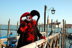 Person in der Harlekinschablone, Venedig-Karneval Stockbild