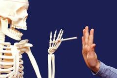 Person, die das Rauchen vermeidet Stockbild