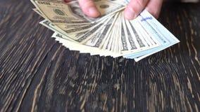 Person, die Geld in den Händen zählt finanzierung Geschäft stock video footage