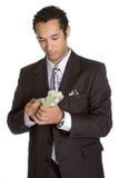 Person, die Geld zählt stockbild
