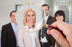 Person, die Kandidaten sucht Lizenzfreie Stockfotografie