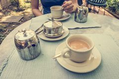 Person, die Tee genießt Lizenzfreies Stockbild