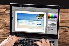 Person Editing Photo On Laptop imagen de archivo