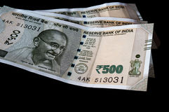 Person holding out the new Indian Rs 500 note Stock Photography