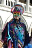 Person im Kostüm am Karneval von Venedig 2011 Stockbild