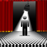 Person im Scheinwerfer auf Schachbrettfußboden Stockfotos
