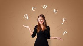 Person jonglieren mit Buchstaben lizenzfreies stockfoto