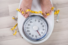 Person Leg On Weighing Scale Image libre de droits