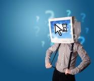 Person mit einem Monitorkopf und -wolke basierte Technologie auf dem Störungsbesuch Lizenzfreies Stockbild
