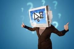 Person mit einem Monitorkopf und -wolke basierte Technologie auf dem Störungsbesuch Lizenzfreie Stockbilder
