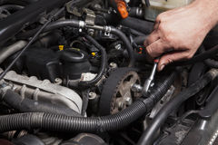 Person Repairing Car Engine Imagem de Stock Royalty Free