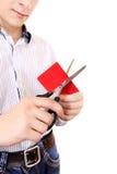 Person som klipper en kreditkort Royaltyfri Foto