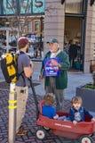 Person som protesterar - i stadens centrum Roanoke, Virginia, USA Royaltyfri Foto