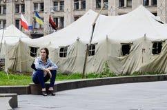 Person som protesterartält på den Khreshatyk gatan nära Maydan Nezalezhnosti kvadrerar i Kiev Royaltyfria Bilder