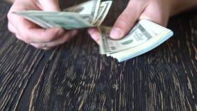 Person som räknar pengar i händer Finans Affär lager videofilmer