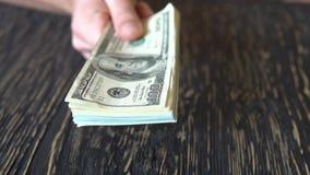 Person som räknar pengar i händer Finans Affär arkivfilmer