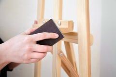 Free Person Using Grinding Sponge Block, Handle Abrasive Tool Royalty Free Stock Images - 189123189