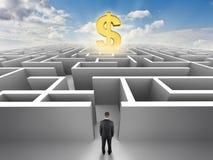 Person vor einem Labyrinth, Erfolgsherausforderung Stockbilder
