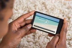 Person Watching Video On Mobile telefon arkivbild