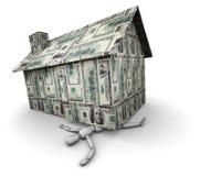 Person zerquetscht unter dem Haus gebildet vom Geld Stockfotografie