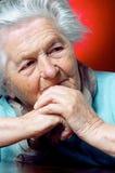 Persona anziana che contempla Fotografie Stock Libere da Diritti