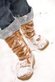 Persona che cammina nella neve Fotografia Stock