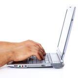Persona che per mezzo del computer portatile Fotografia Stock Libera da Diritti