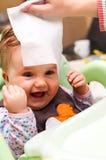 Persona che pulisce testa del bambino Fotografia Stock Libera da Diritti