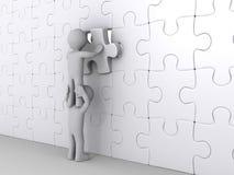 Persona in cima ad un altro puzzle di completamento Fotografia Stock