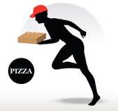 Persona de la entrega de la pizza en la precipitación Imagenes de archivo