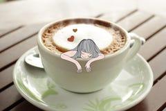 Persona dedita del caffè in una tazza di caffè Fotografia Stock Libera da Diritti