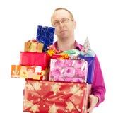 Persona del asunto con muchos regalos Fotos de archivo libres de regalías