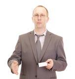 Persona di affari che mostra biglietto da visita Fotografia Stock Libera da Diritti
