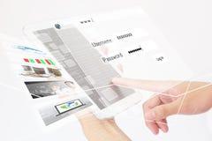 Persona di affari Using una compressa di Digital Immagini Stock