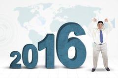 Persona di peso eccessivo con i numeri 2016 e la mappa Immagine Stock