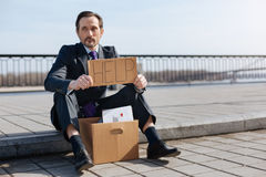 Persona di sesso maschile senza lavoro che chiede l'aiuto Fotografia Stock