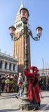 Persona disfrazada - carnaval 2012 de Venecia Imágenes de archivo libres de regalías