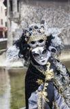 Persona disfrazada - carnaval veneciano 2013 de Annecy Imagen de archivo libre de regalías