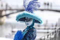 Persona disfrazada - carnaval veneciano 2013 de Annecy Imagenes de archivo