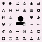persona en icono de la correspondencia Sistema universal de los iconos del trabajo en equipo para el web y el móvil ilustración del vector