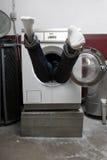 Persona en lavadora Imagen de archivo libre de regalías