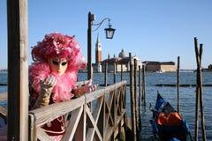 Persona en traje en el carnaval de Venecia Imagen de archivo