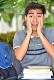 Persona filippina colpita dell'università con i taccuini immagini stock