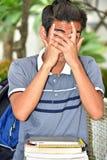 Persona filippina giovanile vergognosa con i taccuini fotografia stock