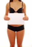 Persona fina que lleva a cabo la muestra en blanco foto de archivo