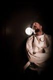Persona loca en una célula que lleva una camisa de fuerza Fotos de archivo libres de regalías