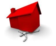 Persona machacada bajo casa roja Fotografía de archivo
