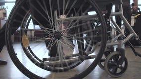 Persona que empuja la silla de ruedas almacen de video