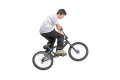 Persona que monta una bici en salto Foto de archivo