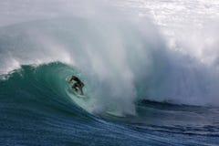 Persona que practica surf 1 del tubo Imagen de archivo